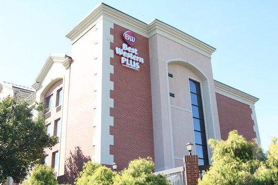 Best Western Plus Greensboro Airport Hotel: Book your room today at the Greensboro Airport Hotel and be minutes from the coliseum.