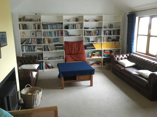 Fionnphort, UK: Shared lounge area for the two bunkrooms