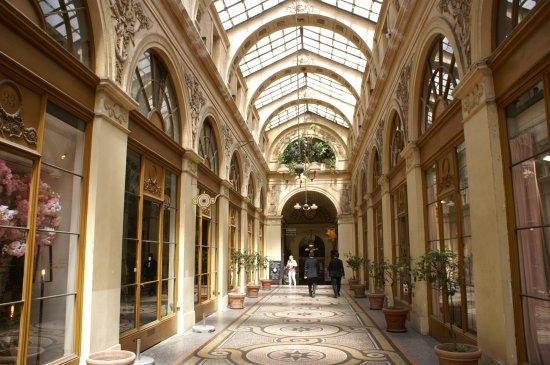 Le Charme Parisien Des Passages Couverts