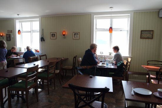 Patreksfjordur, Island: Inside the cafe.