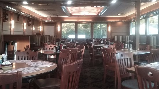 Newtown, CT : main dining room