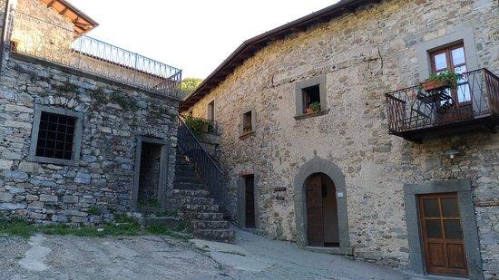 Licciana Nardi, Italy: Borgo Medievale di Apella