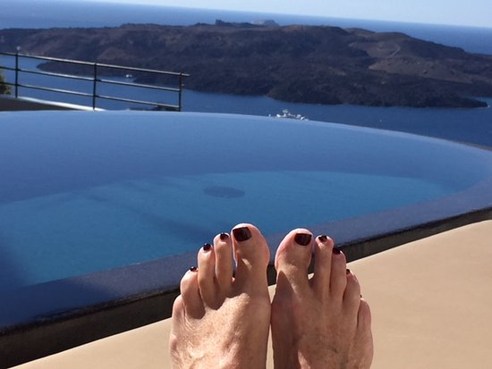 Porto Fira Suites: View across the infinity pool (similar view from every room)