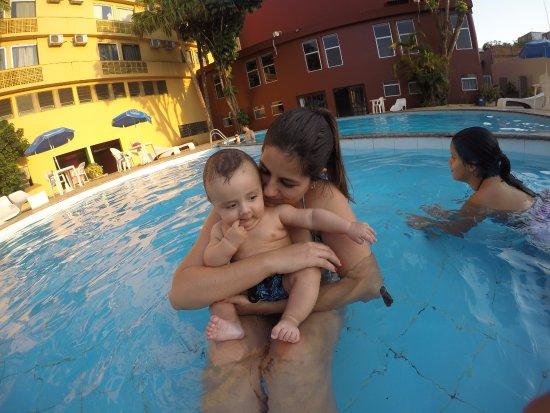 Manacá Hotel: Aproveitando a piscina
