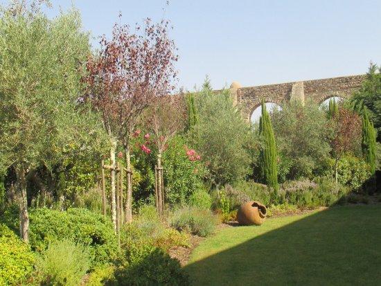 M'Ar De Ar Aqueduto: jardim interno do hotel