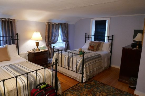 Cornwall, CT: Periwinkle Room