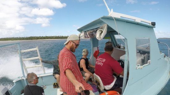Taiana's Resort: Boat to the island