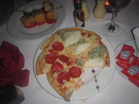 Barcelo Huatulco: Mozzarella impanata e Pizza quattro formaggi deliciosos platillos de Trattoria