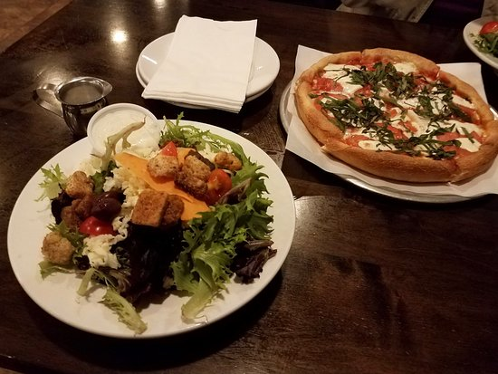 Kent, CT : Margarita Pizza and Salad
