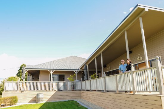 Legana, Australia: Enjoy Lunch on our deck over looking the beautiful Tamar Valley