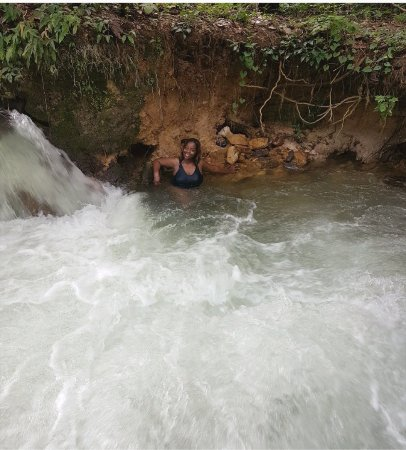 Savanna La Mar, Jamaica: Here is a satisfied customer relaxing in the natural jacuzzi- soon she will get her clay massage
