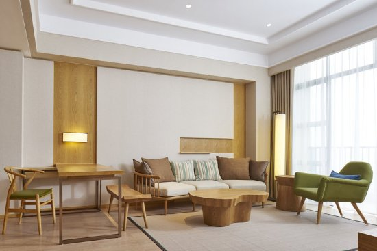 Pujiang County, China: Junior Suite