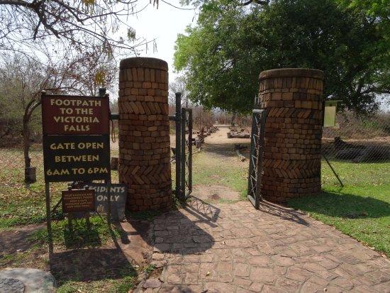 The Kingdom at Victoria Falls: footpath to Victoria Falls