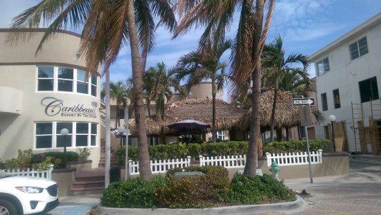 Caribbean Resort by the Ocean: Ccaribbean Resort - Tiki Bar