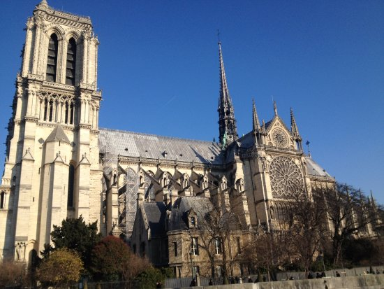 """Notre Dame statues on roof - Picture of 4th Arrondissement, ParisPhoto: """"Notre Dame statues on roof"""""""