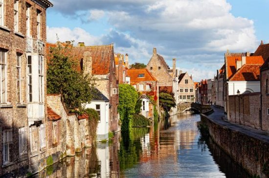 Paris to Bruges Full-Day Trip with...