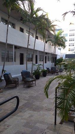 Hotel18: patio