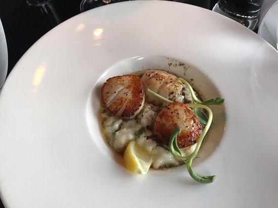 Seared Scallops, Masthead Restaurant , 1705 Cowichan Bay Rd., Cowichan Bay, British Columbia