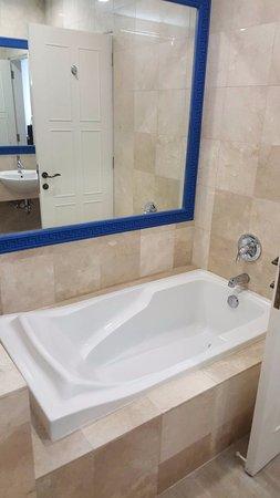 Camp Netanya: Bathtub is not working