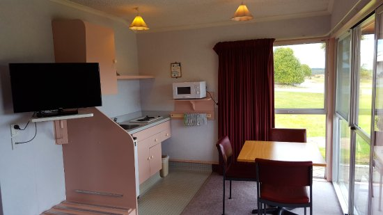 Fiordland National Park Lodge : Motel kitchen with new 32 inch TV
