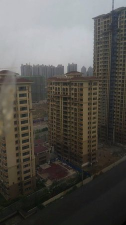 Ma'anshan, Cina: The street view from my room on the 6th floor