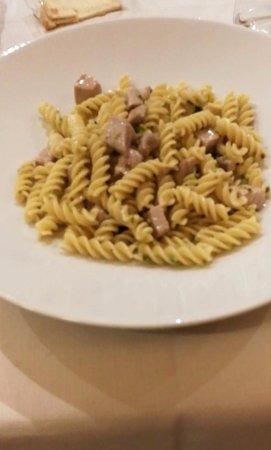 Sommariva del Bosco, Włochy: Pasta gluten free con tonno, granella di pistacchi e menta