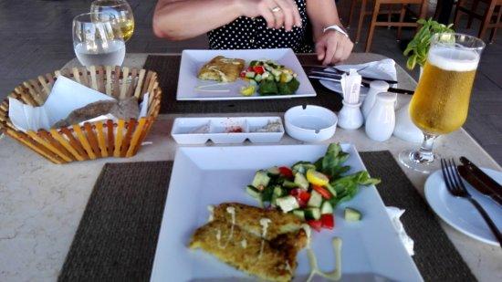 Steigenberger Makadi Hotel: Ein leckeres Seebarschfilet als Hauptgang im Strandrestaurant