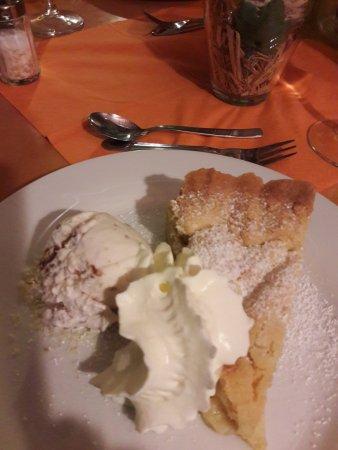 Korschenbroich, Alemania: Grossmutters Apfelkuchen mit Walnusseis