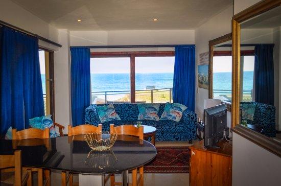 Umzumbe, South Africa: Honeymoon Cottage Lounge