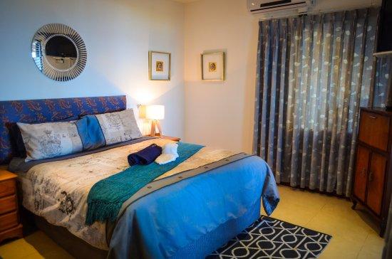 Umzumbe, South Africa: Honeymoon Cottage Main Bedroom