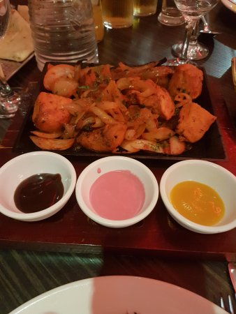 Akash Restaurant: Chicken tikka fresh from the Tandoor