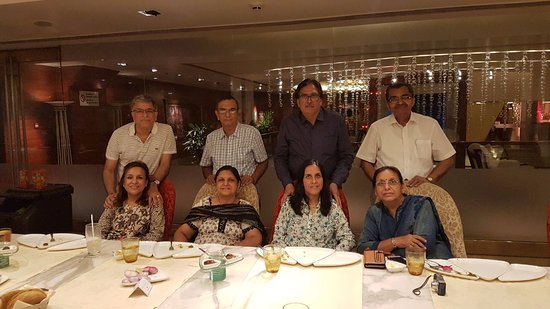 "Jaypee Siddharth: Husbands and wives after family dinner at ""PAATRA"""