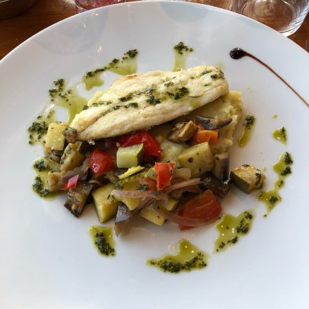 Du poisson photo de restaurant la nautique marseille - Restaurant poisson marseille vieux port ...