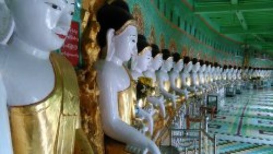Sagaing, Birmanie (Myanmar) : U min thonze or thirty entrence cave pagodas has 45 sitting buddha images and the 97ftit was fou