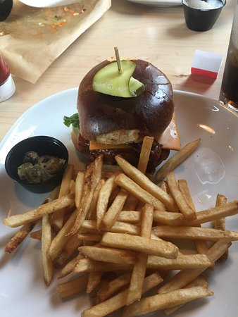 Uxbridge, Canada: spicy chicken burger with fries