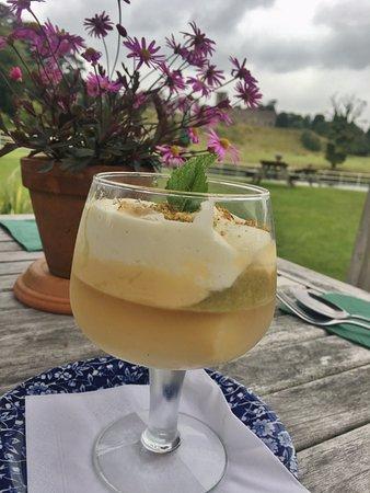 Whalley, UK: Rhubarb & gin trifle