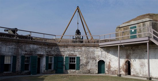 Old Fort Jackson: Canon on the roof