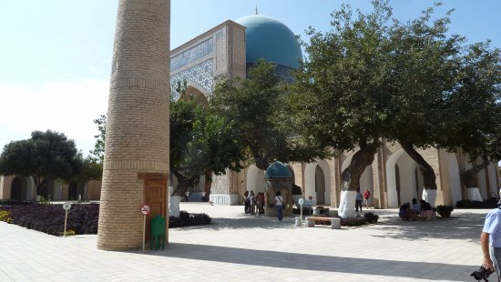 Shakhrisabz, Uzbekistan: Cortile alberato