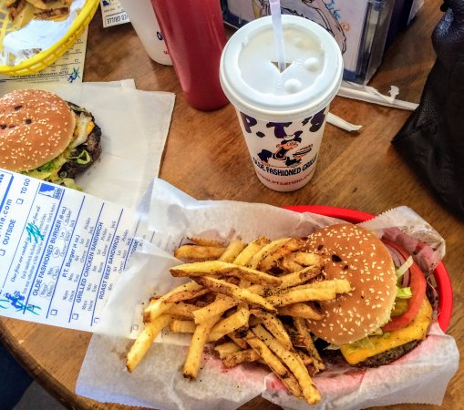 PT's  Olde Fashioned Grille: Tasty Olde Fashioned Burger and Fresh Lemonade