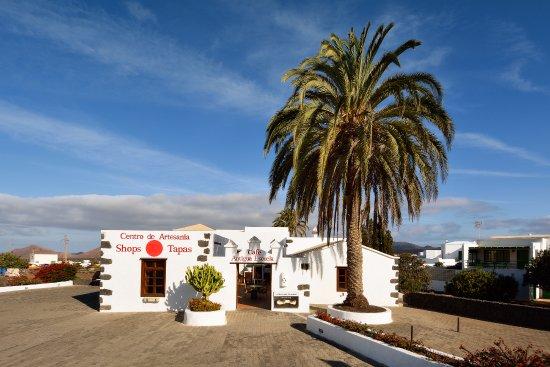 Centro de Artesania La Antigua Escuela de Yaiza