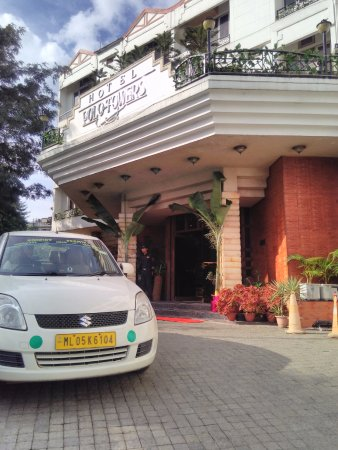 Hotel Polo Towers: The imposing building