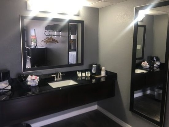 Lake Norfork Resort: Dressing Area