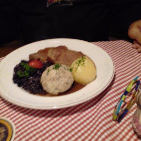 Nesselwang, Alemania: brasato con canederlo di pane