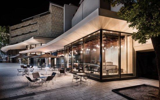Foto de eduard 39 s bar stuttgart blick auf die bar von der for Architekt gastronomie