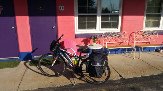 Yellow Springs, OH: Robyn, the manager is super accommodating of bike riders on the trail.