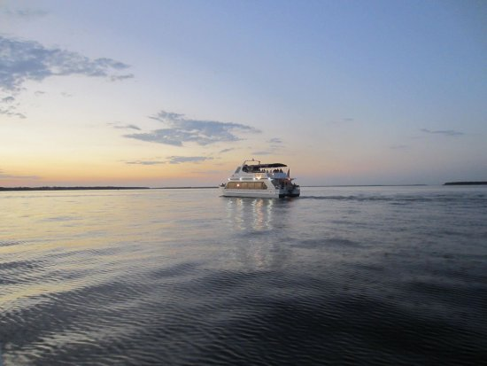 Fastrac Charters and Cruises: Island Girl Sunset Dinner Cruise