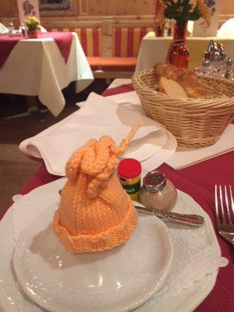 Tarasp, สวิตเซอร์แลนด์: Keeping the soft boiled egg warm :)