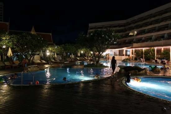 Cha-Am Methavalai Hotel: Iltavalaistus