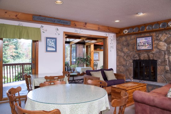 Snowed Inn: Breakfast room
