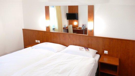Kleine Zimmer mit etwas harten Betten - Bild von Sorell ...